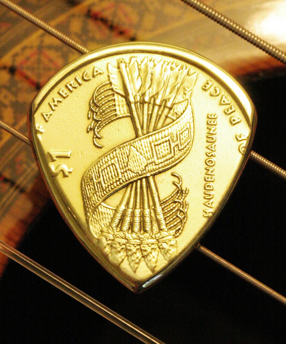 Des pi ces de monnaie servant de m diator guitar wink - Sol en piece de monnaie ...